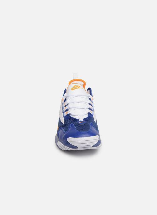 Baskets Nike Nike Zoom 2K Bleu vue portées chaussures