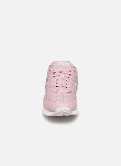 Sneakers Nike W Nike Outburst Prm Rosa modello indossato