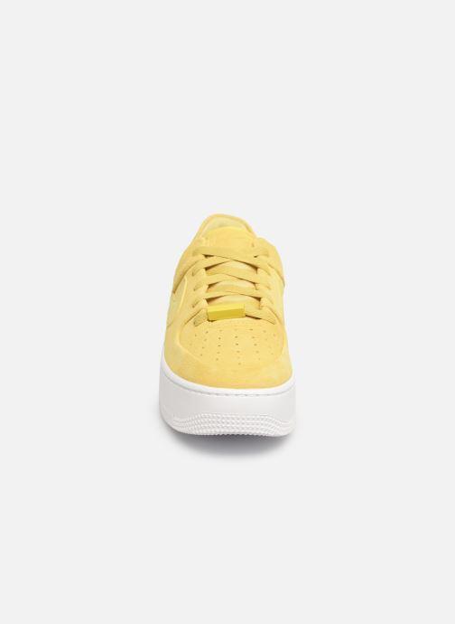 Baskets Nike W Af1 Sage Low Jaune vue portées chaussures