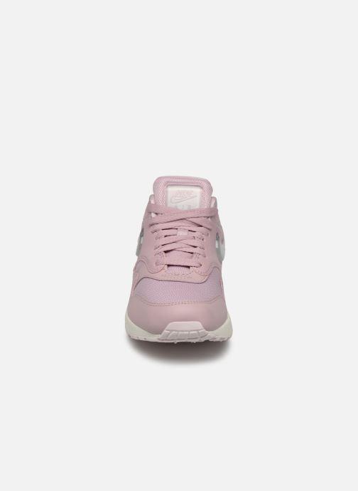 Baskets Nike W Air Max 1 Jp Rose vue portées chaussures