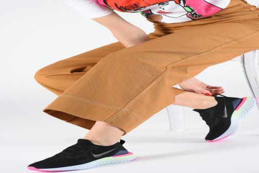 Chaussures de sport Nike W Nike Epic React Flyknit 2 Noir vue bas / vue portée sac
