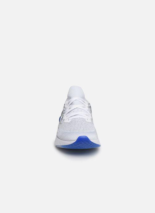 Sportssko Nike Nike Epic React Flyknit 2 Hvid se skoene på