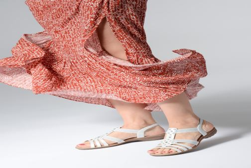 Sandales et nu-pieds Remonte Adaline Blanc vue bas / vue portée sac