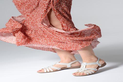 Sandalen Remonte Adaline weiß ansicht von unten / tasche getragen