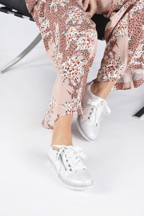 Sneaker Remonte Asia grau ansicht von unten / tasche getragen