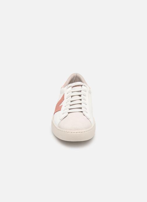 Sneakers Victoria Berlin Piel Contraste Bianco modello indossato