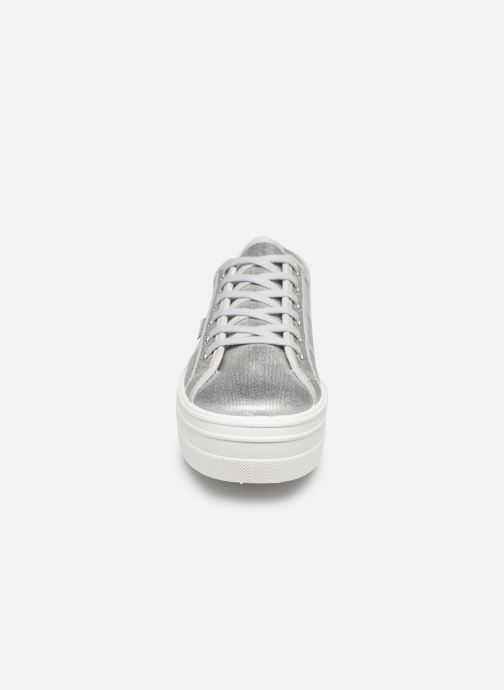 Sneakers Victoria Barcelona Lona Matalizada Silver bild av skorna på