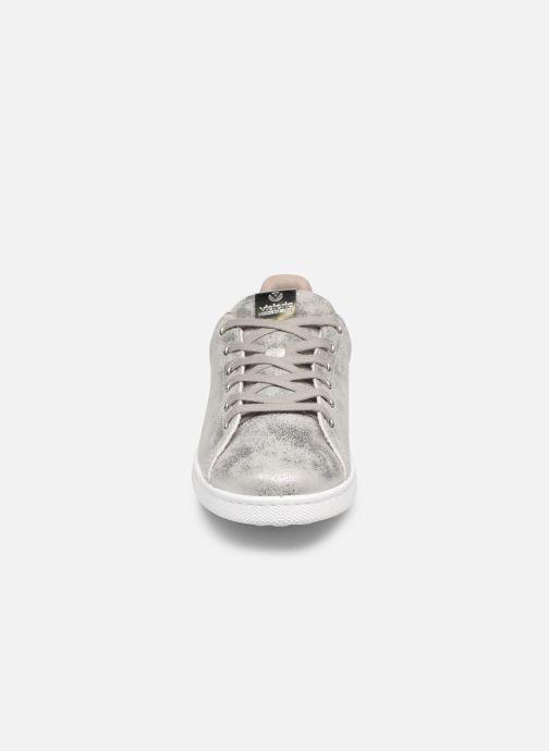 Baskets Victoria Tenis Metalizado Argent vue portées chaussures
