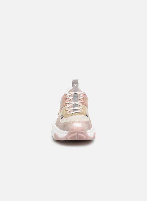 Sneakers Victoria Aire Malla Engomado Beige modello indossato