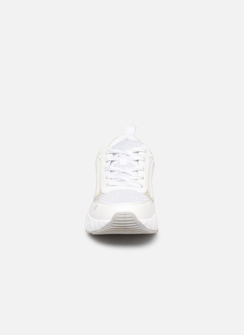 Sneakers Victoria Arista Monocromo Bianco modello indossato