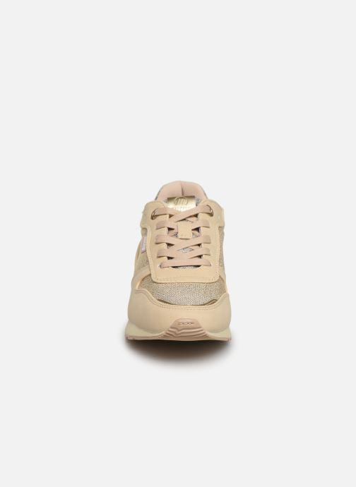 Sneakers MTNG 69469 Oro e bronzo modello indossato