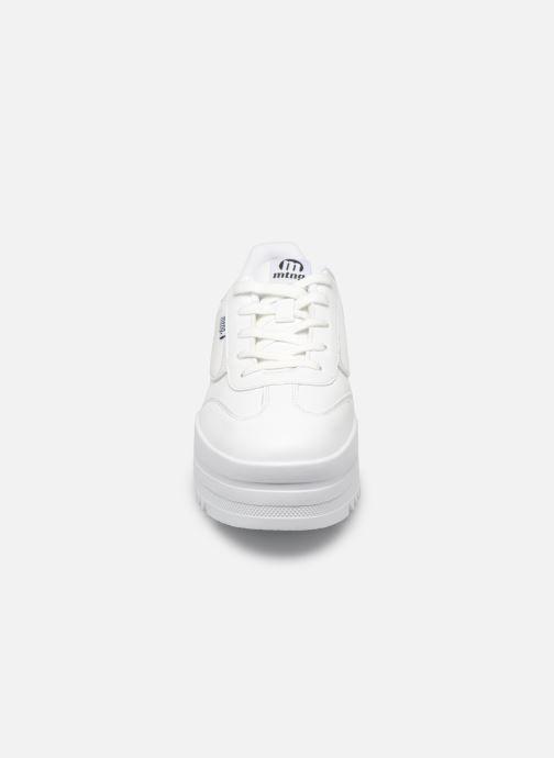 Baskets MTNG 69550 Blanc vue portées chaussures