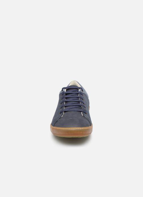 Sneakers El Naturalista Meteo NF64 Azzurro modello indossato