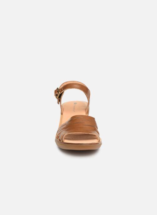 Sandali e scarpe aperte El Naturalista Vaquetilla N5352 Marrone modello indossato