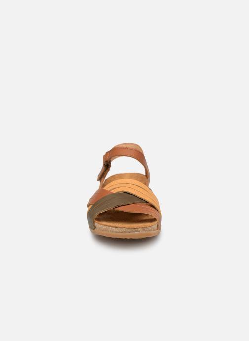 Sandales et nu-pieds El Naturalista Zumaia N5242 Marron vue portées chaussures