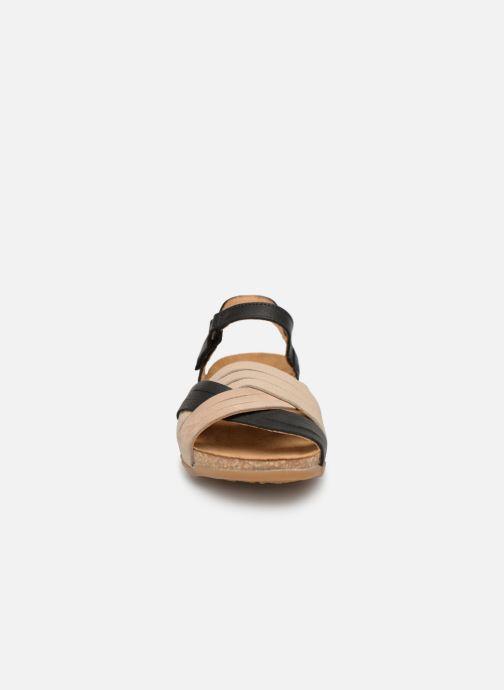 Sandales et nu-pieds El Naturalista Zumaia N5242 Noir vue portées chaussures