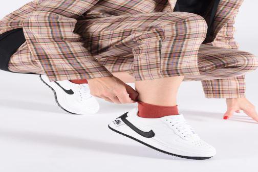 Sneaker Nike W Air force 1 Jester Xx weiß ansicht von unten / tasche getragen