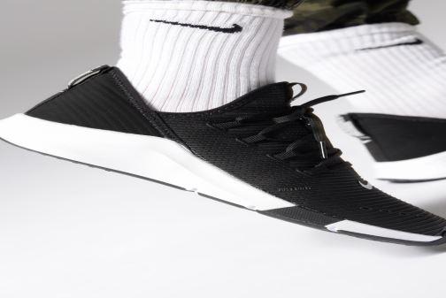Chaussures de sport Nike Wmns Nike Air Zoom Elevate Noir vue bas / vue portée sac