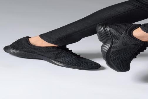 Sport shoes Nike Wmns Nike Revolution 4 Eu Black view from underneath / model view