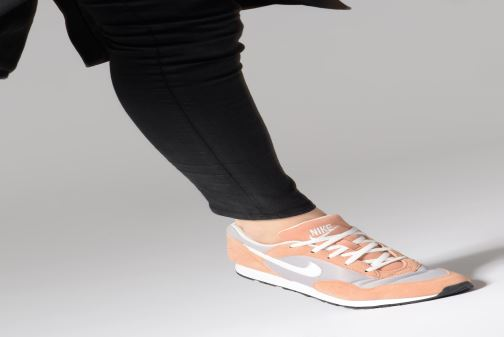 Baskets Nike W Nike Outburst Blanc vue bas / vue portée sac