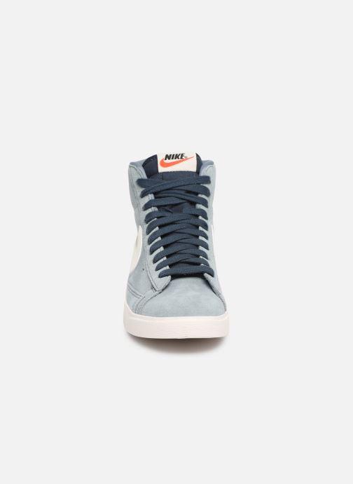 Baskets Nike W Blazer Mid Vintage Suede Gris vue portées chaussures