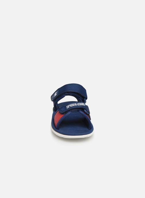 Sandales et nu-pieds Clarks Surfing x Spider-Man Rouge vue portées chaussures