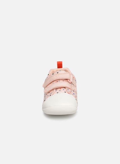 Baskets Clarks Roamer Craft Rose vue portées chaussures