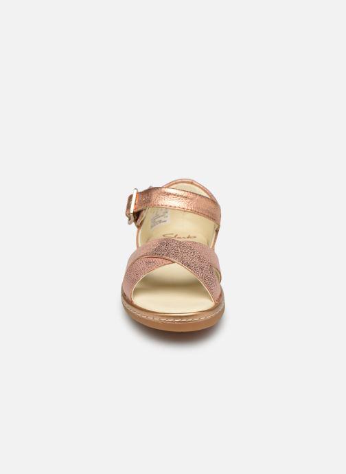 Sandales et nu-pieds Clarks Skylark Pure T Or et bronze vue portées chaussures
