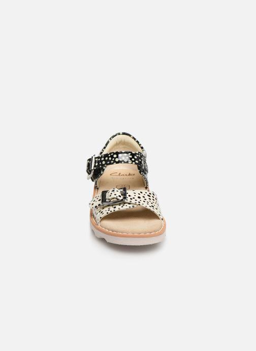 Sandales et nu-pieds Clarks Crown Bloom T Noir vue portées chaussures