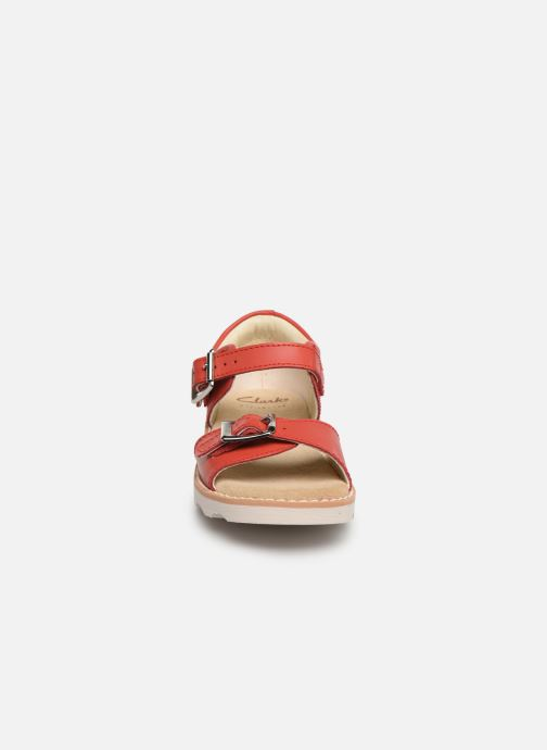Sandales et nu-pieds Clarks Crown Bloom T Rouge vue portées chaussures