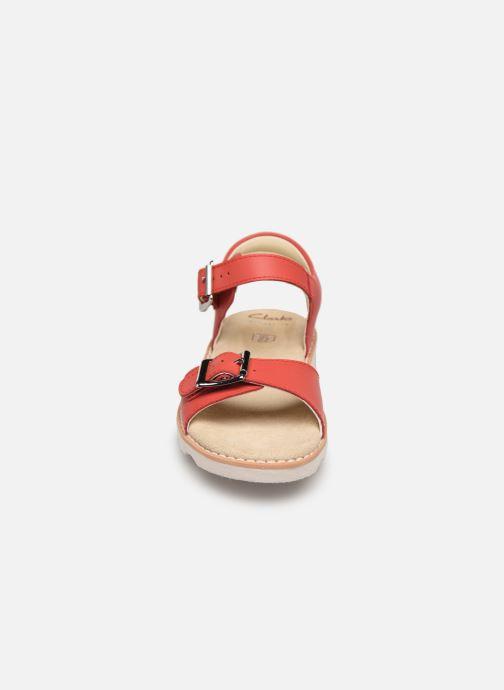Sandales et nu-pieds Clarks Crown Bloom K Rouge vue portées chaussures