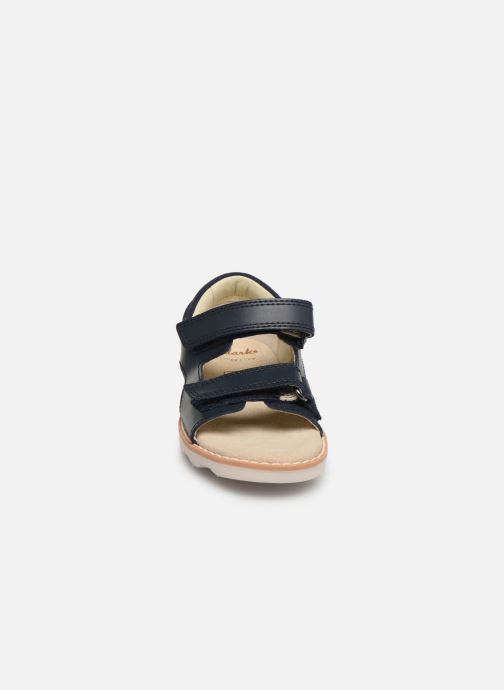 Sandales et nu-pieds Clarks Crown Root T Bleu vue portées chaussures