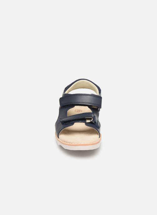 Sandales et nu-pieds Clarks Crown Root K Bleu vue portées chaussures