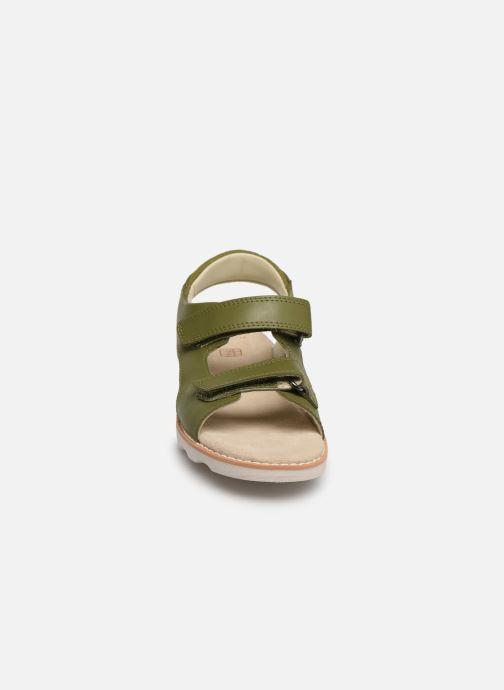 Sandales et nu-pieds Clarks Crown Root K Vert vue portées chaussures