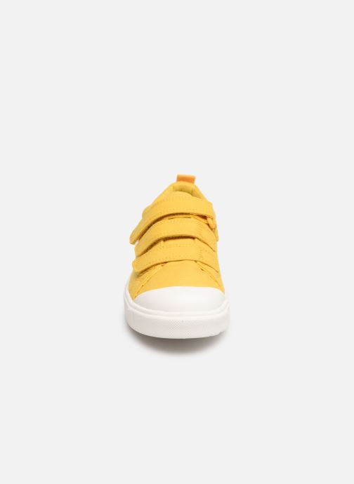 Trainers Clarks City FlareLo K Yellow model view