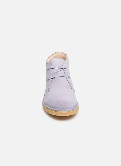 Scarpe con lacci Clarks Desert Boot... Azzurro modello indossato