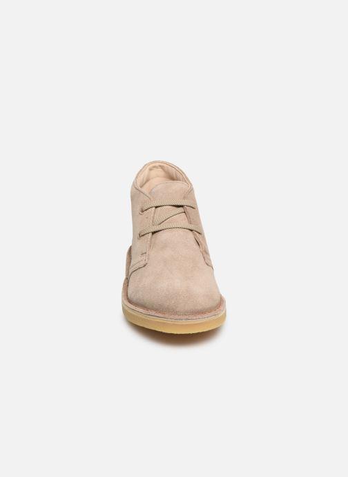 Chaussures à lacets Clarks Desert Boot... Beige vue portées chaussures