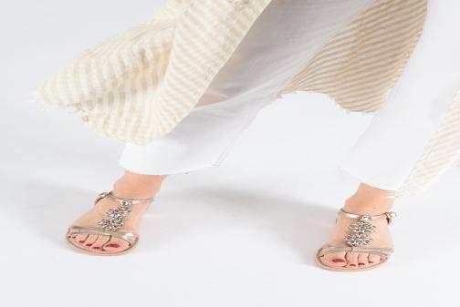 Sandales et nu-pieds Xti 48995 Or et bronze vue bas / vue portée sac