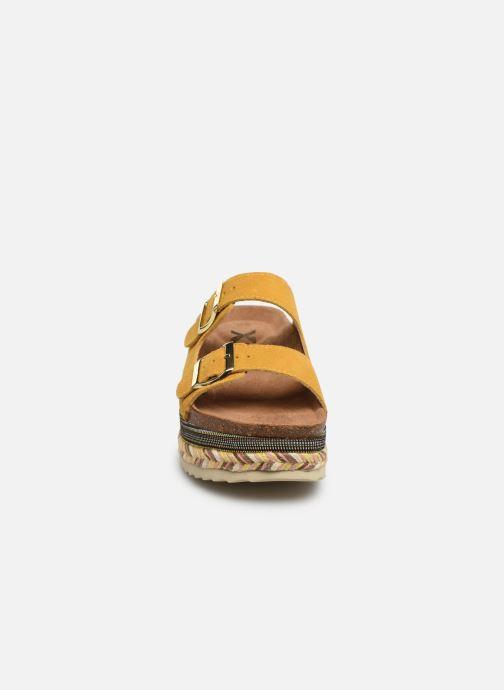 Mules et sabots Xti 49052 Jaune vue portées chaussures