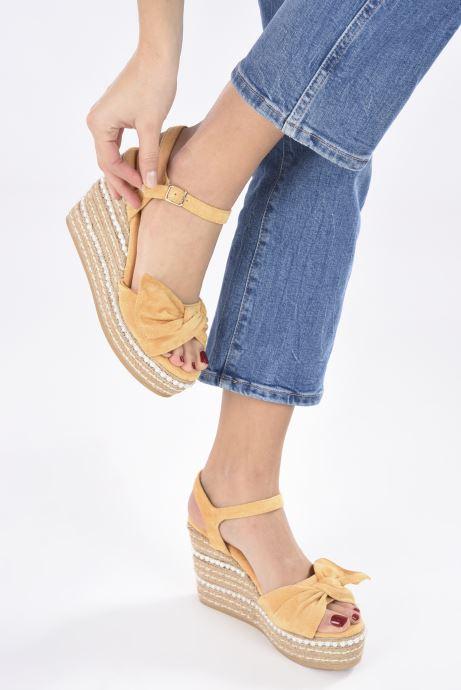 Sandales et nu-pieds Xti 49073 Jaune vue bas / vue portée sac