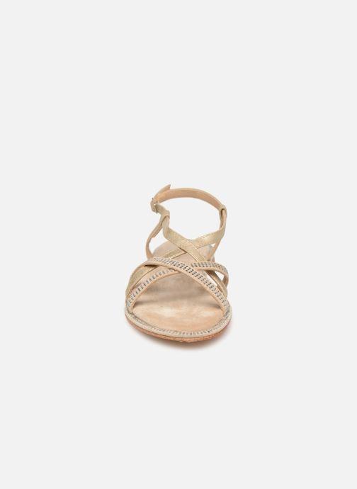 Sandali e scarpe aperte Xti 49082 Beige modello indossato