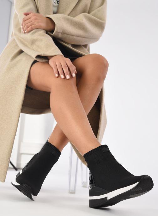 Sneaker Michael Michael Kors Skyler Bootie schwarz ansicht von unten / tasche getragen