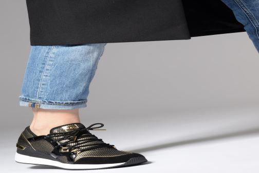 Sneaker Michael Michael Kors Liv Trainer gold/bronze ansicht von unten / tasche getragen