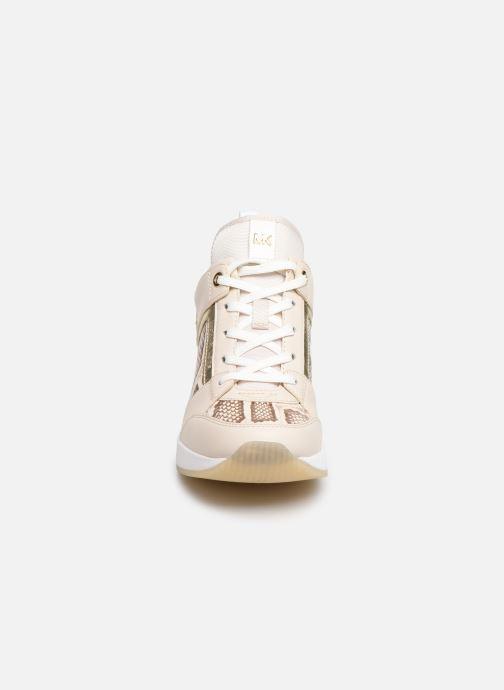 Baskets Michael Michael Kors Georgie Trainer Beige vue portées chaussures