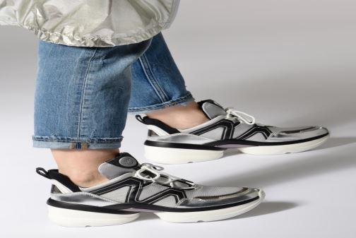 Sneaker Michael Michael Kors Olympia Trainer silber ansicht von unten / tasche getragen