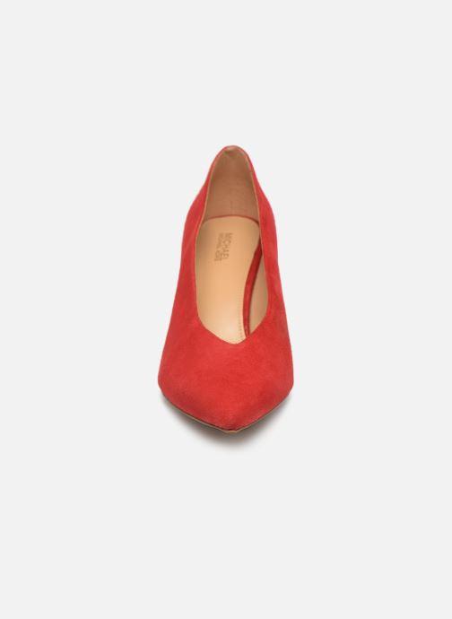 Zapatos de tacón Michael Michael Kors Cambria Pump Rojo vista del modelo