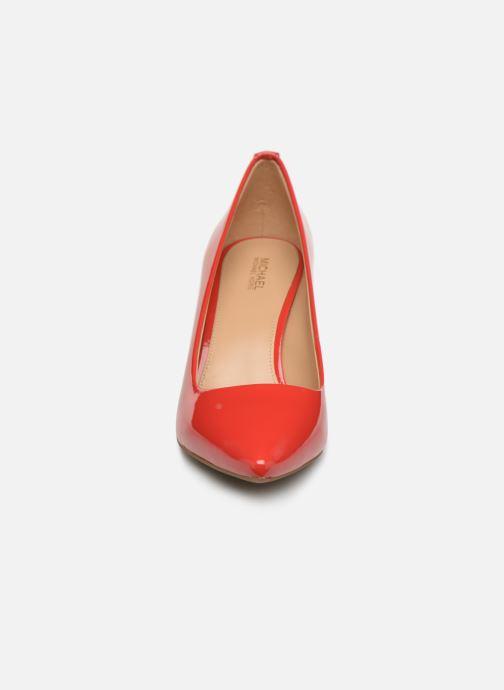 Zapatos de tacón Michael Michael Kors Dorothy Flex Pump Rojo vista del modelo