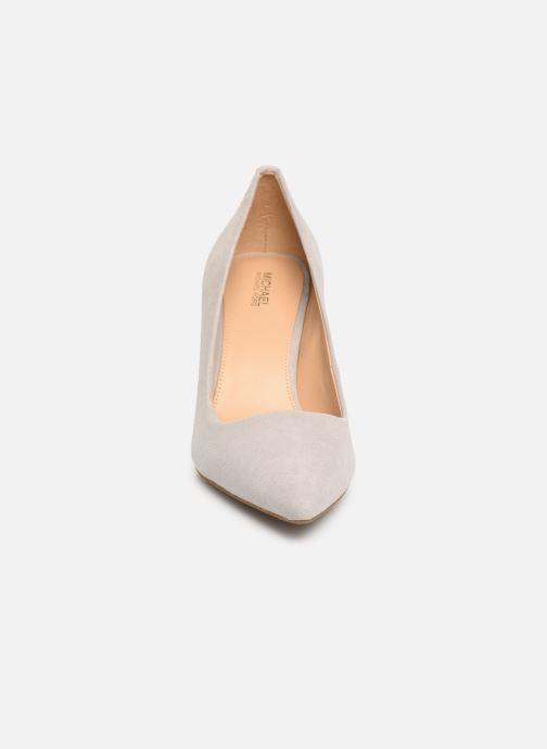 Escarpins Michael Michael Kors Dorothy Flex Pump Gris vue portées chaussures