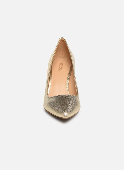 Zapatos de tacón Michael Michael Kors Dorothy Flex Pump Oro y bronce vista del modelo