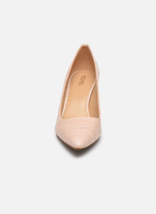 Zapatos de tacón Michael Michael Kors Dorothy Flex Pump Rosa vista del modelo